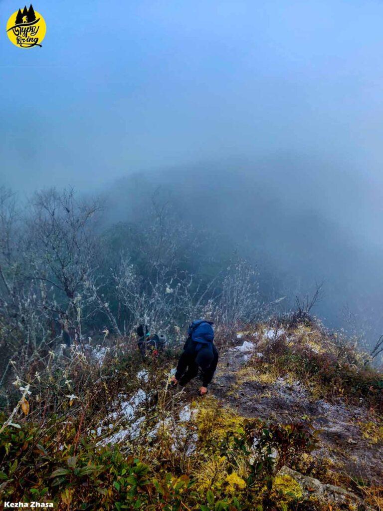 Snow ledges in Mt. Japfu rock climbing